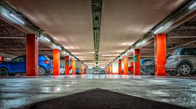 Parking, na którym skup aut Pol-Cars w Gdyni przechowuje samochody